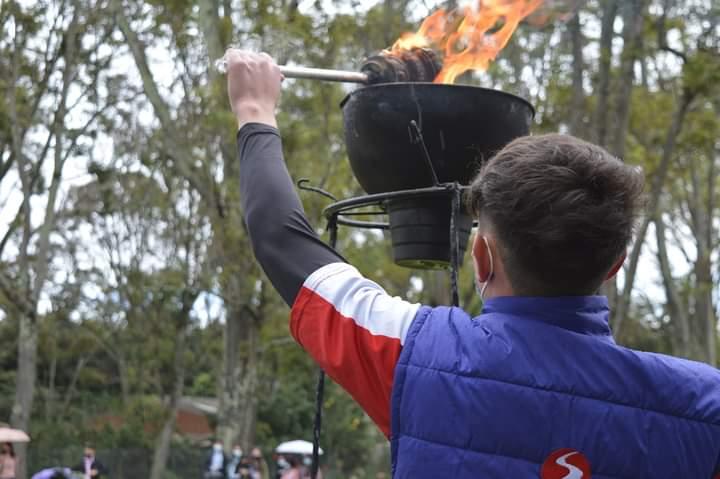 La llama olímpica en SALESIANA: 1ra. edición de las olimpiadas deportivas 2